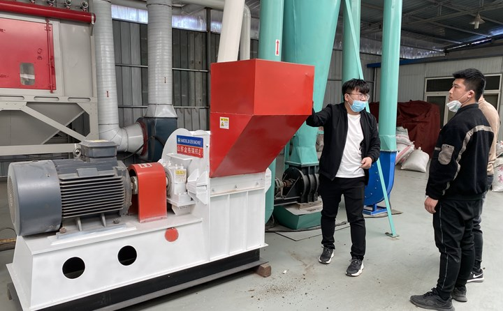 秸秆颗粒机生产线的粉碎机.jpg