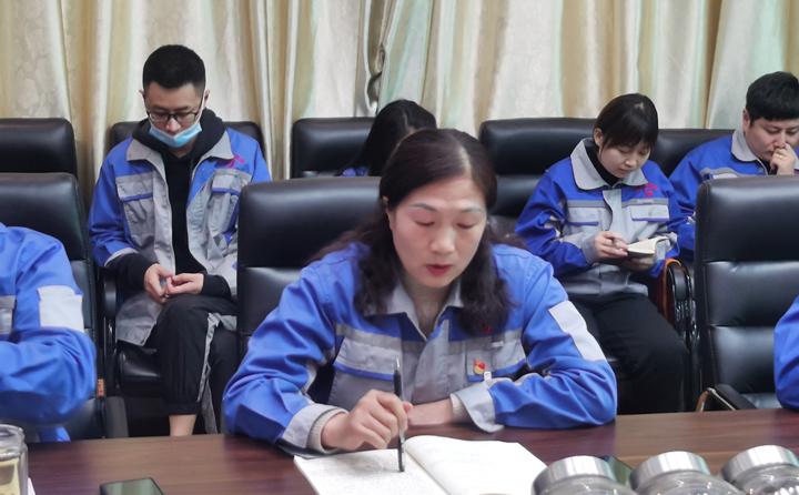 财务刘总为大家讲解培训2021年度应收款的相关管控知识.jpg